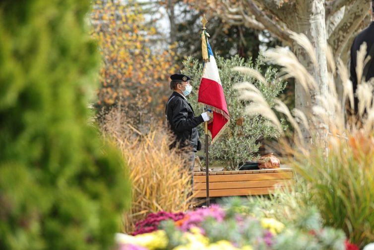 cérémonie 11 novembre porte drapeau millau 2